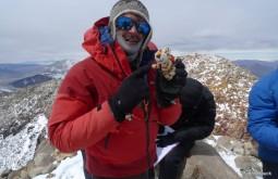Homenageando o amigo Parofes no cume do Ojos del Salado o maior vulcão do mundo