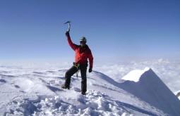 Pedro Hauck no cume do Illampu Foto de Maximo Kausch