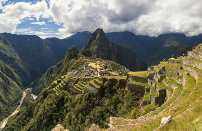 1_pano_machu_picchu_guard_house_river_2014-825×379